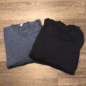 Other - Set of 2 V-Neck Sweaters SZ M